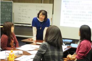 2017年11月25日 授業風景「経営戦略/マーケティング」第3回 露木 恵美子 氏